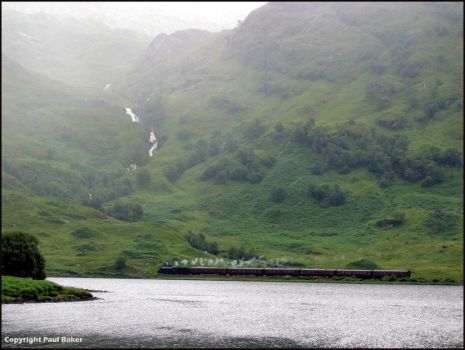 Train-on-Loch-Eiit-from-Mal by ogrebear