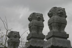 Stone Lions by SmellsLikeDookie