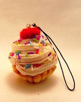 Cream sprinkle cupcake - bag pendant #008 by NocnyKochanek
