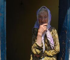 Portrait of an old lady by TanBekdemir