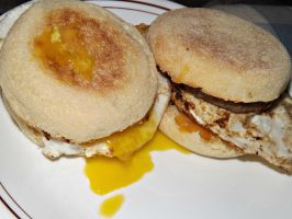 Breakfast sandwiches! by CorpusVermis