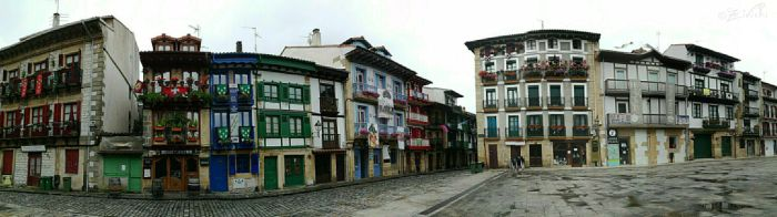 Old neighborhood from Hondarribia by Zivichi