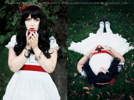 Snow White by SavageLilly