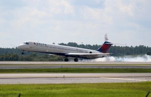 Delta McDonnell Douglas MD-88 by AnthonyC12