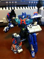 Detailed CVC Ultra Magnus with Seismus by wulongti