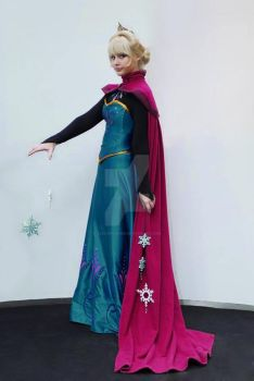 Elsa, Queen of Arendelle by Szaloncukor