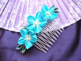 Forget-me-not kanzashi comb by elblack
