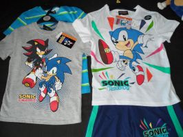 2 set of Sonic clothes by UltimateFrieza