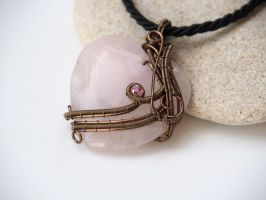 Rose quartz heart pendant by IanirasArtifacts