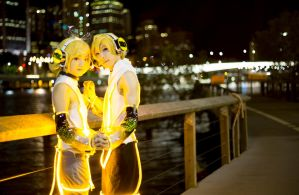 Rin and Len Kagamine 2 by BeyondKryptic