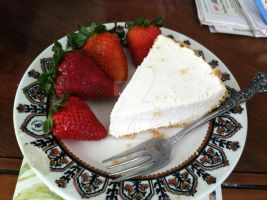 Cheese cake and strawberries by AnaturalBeauty
