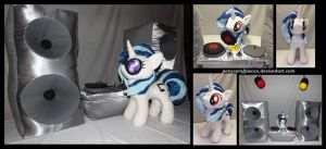 Vinyl Scratch Plush - DJ Accessories by Peruserofpieces