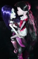 Draculaura and Spectra's love by Kaayxcrazy