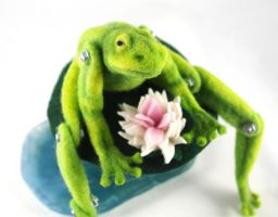 Jointed Needle Felt Frog with Lily Pad Base by AlwaysSuagarCoated
