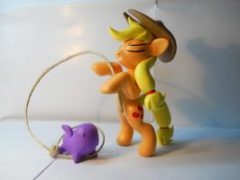Applejack vs Zerg by EarthenPony
