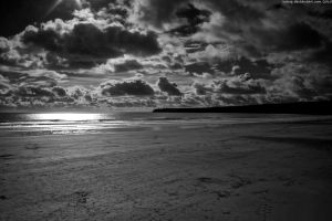 Dramatic Beach black white by tnhop