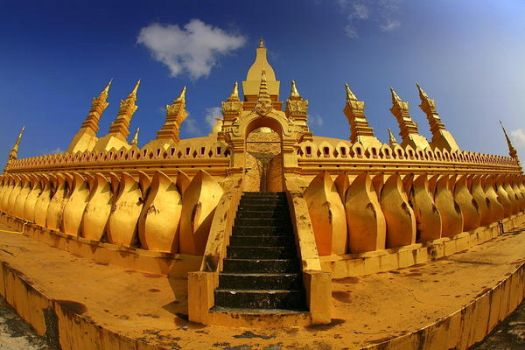 Pha That Luang - II by Suppi-lu-liuma