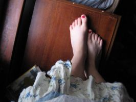 Toes by AnnwnEvelyn
