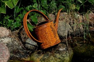 Rusty watering can by MLgraphy