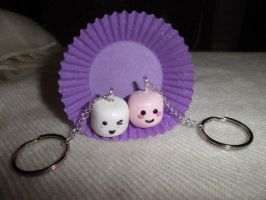 Marshmallow besties: keychains by ilikeshiniesfakery