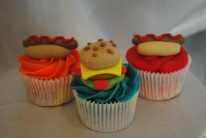 Hotdog and burger cupcakes by starry-design-studio