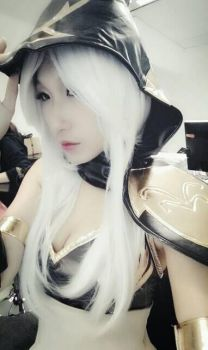 League of Legends Ashe Cosplay by Smallkaori