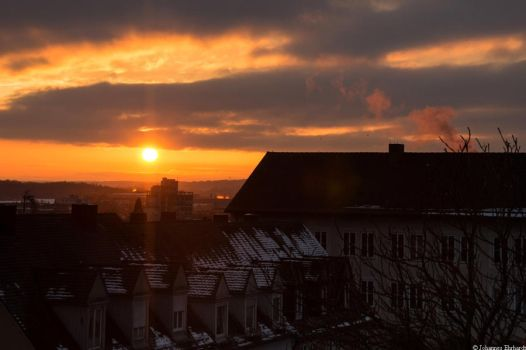A sunset over the roofs by JoInnovate