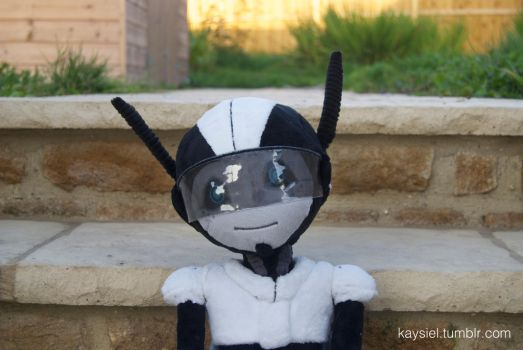 Wheatbee Plushie Close Up by Kaysiel