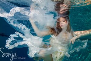 Underwater Bride by SonjaPhotography