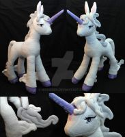 Last Unicorn plush by Nosseren