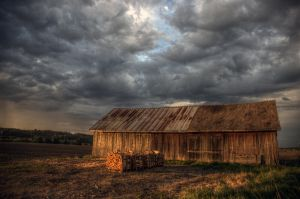 Barn by Hannu-H