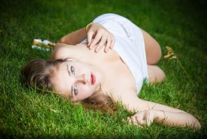 The girl in the grass by kevinfeniks
