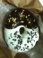black and white donut by MikariStar