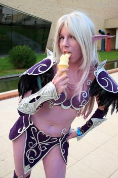 Nightelves love icecream too by YurikoSeira