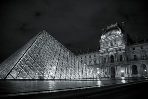 Louvre Pyramid by solcarlusmd