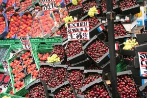 red fruits by lazzaris