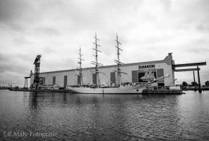 52 shades: no.29. Building ships by TLO-Photography