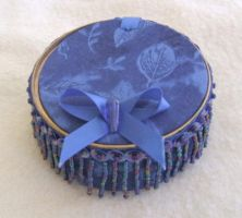 Recycled can-royal blue by Vivienne-Mercier
