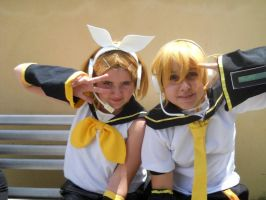 Rin and Len Cosplay by EmoHimeChan