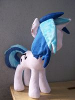 Vinyl Scratch / DJ Pon3 side view by WhiteAntCrawls
