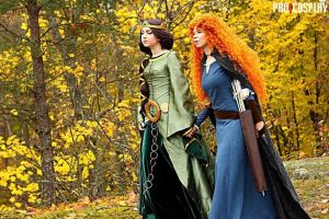 Brave Elinor and Merida by Aokiii