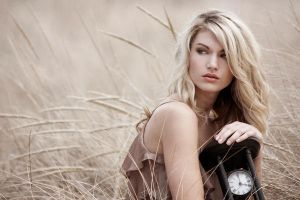 Sands of Time : Passing by Laura-Alexander