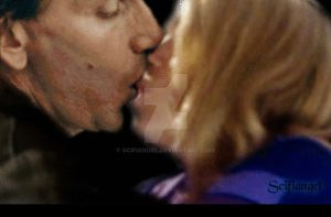 Rose-9 kissing-gif by Scifiangel