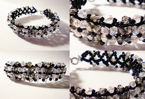 Black and White Bracelet by Tuooneo