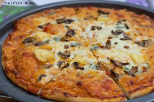 Mushroom cheese pizza by patchow