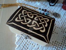 Wooden celtic knot box II by DeChat9