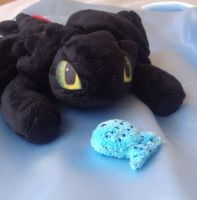 toothless Beanie with Fishie! by laurilolly-crafts