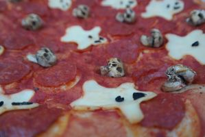 Skulls and ghosts halloween pizza by HarimaSkull