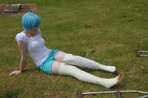 Rei rests with her leg cast by Cairdiuil