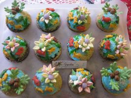 Tropical Island Fish Cupcakes by rltan888